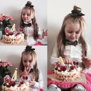 Jeszcze jedno urodzinowe kiedy ona tak urosła? ❤️ #kids #happybirthday #babygirl #mylove #blogger #model #photoshoot #photo #photographer #instakids #fadhionkids #happy #girl #polishgirl #instapic #warsaw #loveit #sweet #cutegirl #littleprincess #kidzfashion