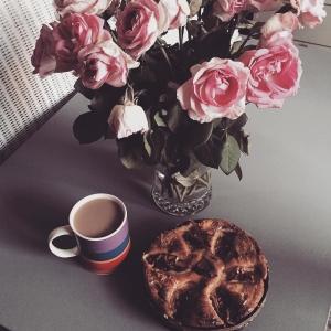 Od dwóch dni nie piłam kawy... oznacza to, ze miałam bardzo intensywny weekend w pracy. Ale w końcu chillout i kawa! #weekend #chillout #home #freetime #style #flowers #instagood #coffee #photomama #warsaw #apple #chill